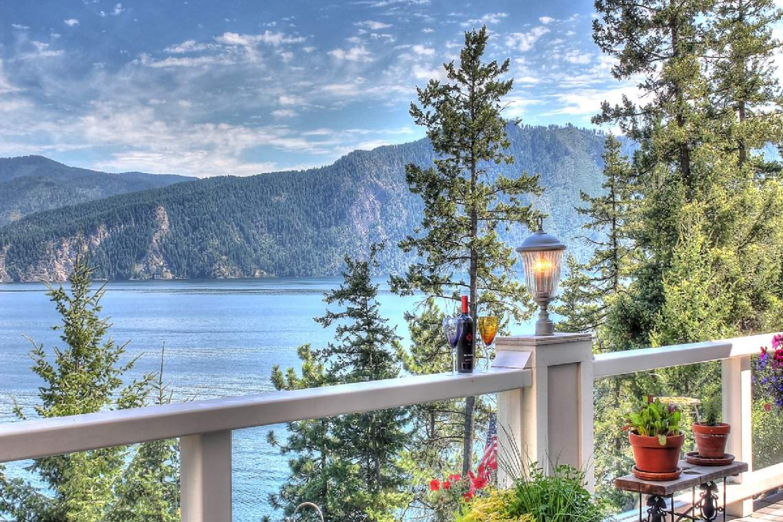 2. Spectacular Mountain Views, privacy on Lake Pend Oreille